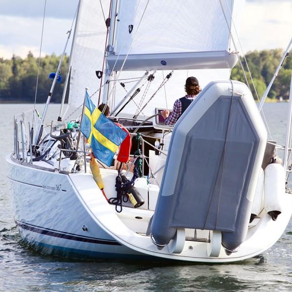 Dinghy Ring FLEX Schlauchboothalterung an einer Sun Odyssey I outmar.com